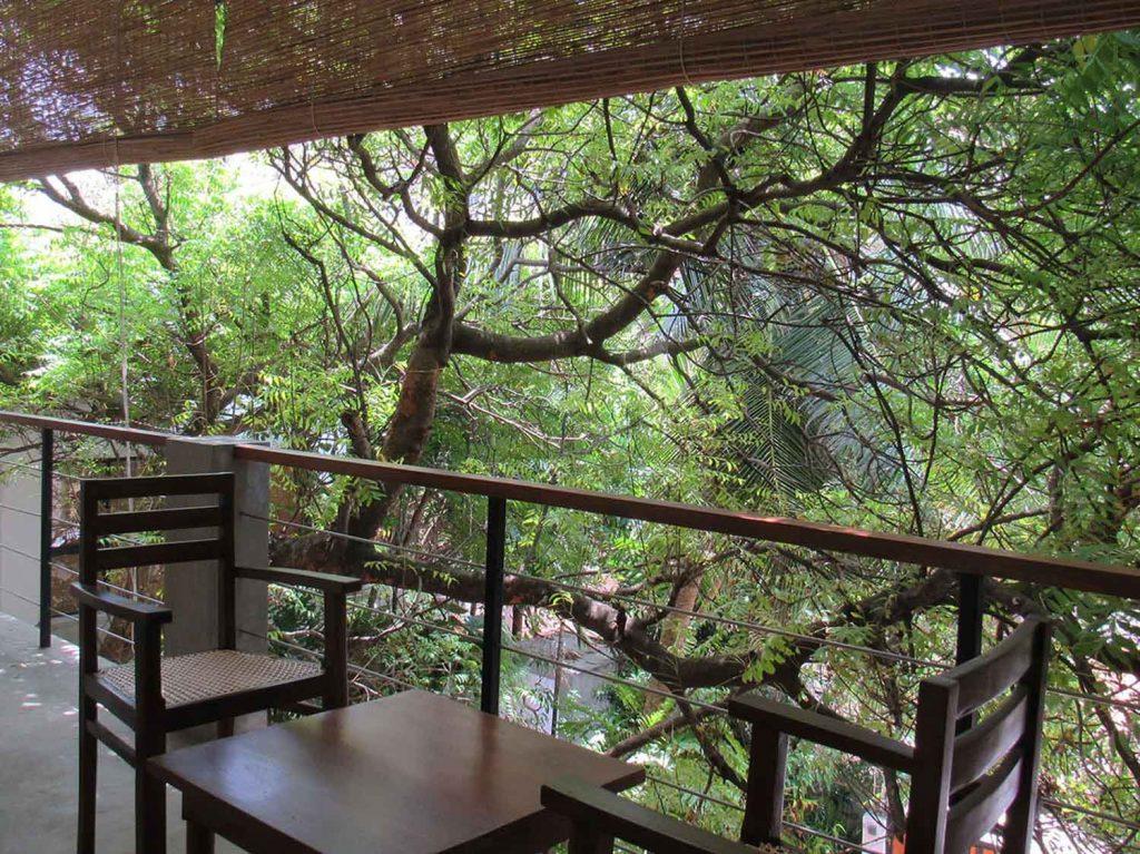 Sayura House, balcony